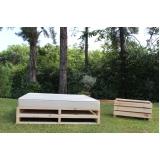 pallet de madeira para jardim Cesário Lange
